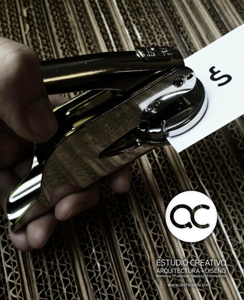 Cuño grabado en Seco, realizado mediante fresadora CNC. Logo Fran Silvestre Arquitecto