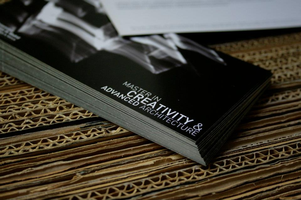 Diseño realizado por Adrian Mora de Fran Silvestre Arquitectos. Impresión offset CMYK 4+4 en papel estucado