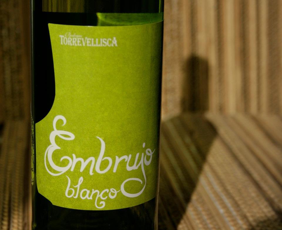 Diseño labeling para vino blanco de las bodegas Torrevellisca-Zagromonte