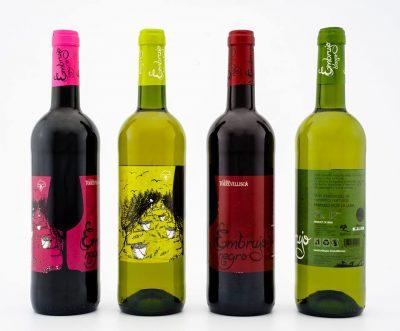 Fotografía de estudio con las dos nuevas referencias. Diseño labeling para vino de las bodegas Torrevellisca-Zagromonte