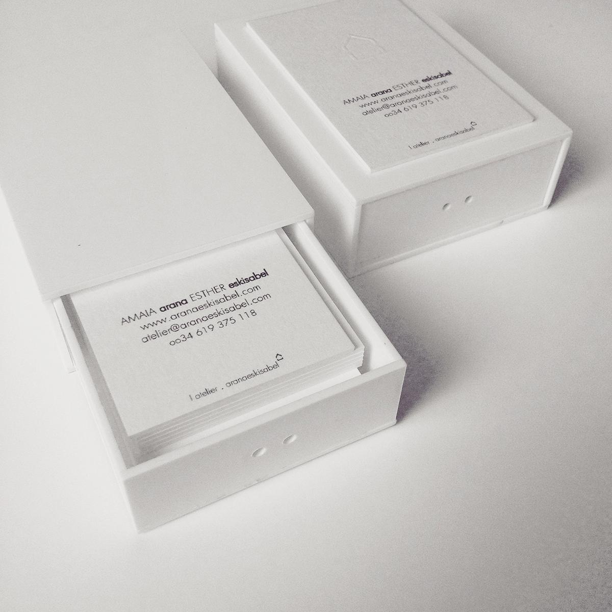 Tarjetas, caja y placa corporativa Araña Editorial by Archicercle