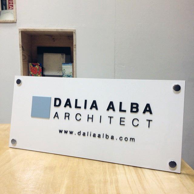/portfolio-items/dalia-alba-architect-impresion-grafica-maquetacion-y-asesoramiento-en-diseno/